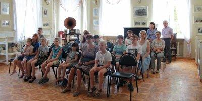 """ОНФ провел акцию """"Идем в музей"""" для белгородских школьников в рамках Дня России"""