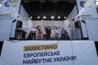 Под Львовом неизвестные с помощью дымовых шашек попытались сорвать выступление Порошенко - «Новороссия»