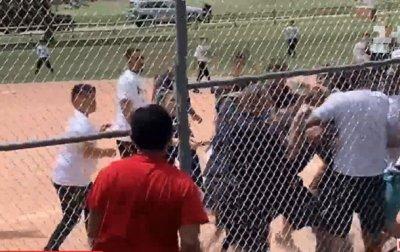Родители устроили массовую драку в школе - (видео)