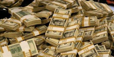 Россияне помечтали, на что потратили бы миллион долларов