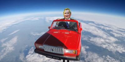 """Российские ученые отправили в космос фигурку Рогозина на """"Жигулях"""""""