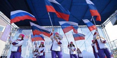 Социологи ФОМ зафиксировали рост патриотических настроений и веру в экономику России