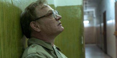 """Сыгравший Легасова актер сравнил недовольство """"Чернобылем"""" с защитой идеологии Гитлера"""