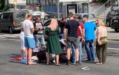 В Киеве автомобиль сбил женщину с ребенком и скрылся - «Украина»