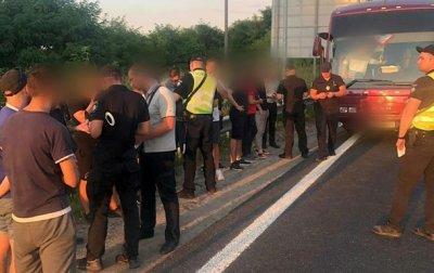 На въезде в Киев остановили автобусы с подозрительными лицами - «Украина»