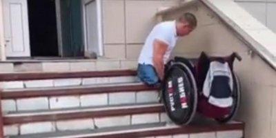 Потерявший ноги после обрушения казармы в Омске десантник показал, как приходится карабкаться в больницу в Уфе