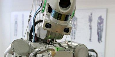 Робот Федор попросил Рогозина переименовать его