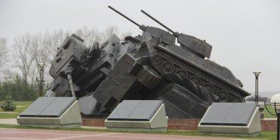 Сванидзе отреагировал на идею снести памятник советским бойцам под Прохоровкой