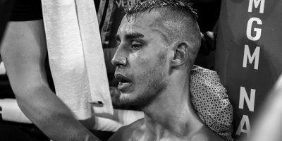 Украинский боксер Усик написал стихи в память о погибшем россиянине Максиме Дадашеве