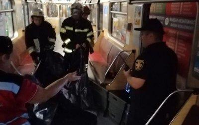 В Киеве упавшая на рельсы метро женщина погибла - «Украина»