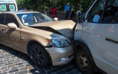 """В Киеве возле """"моста Кличко"""" водитель Lexus попал в ДТП и умер - «Украина»"""