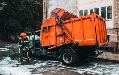 В Киеве загорелся мусоровоз - «Украина»