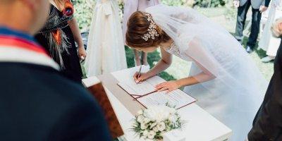ВЦИОМ: россияне убеждены в необходимости заключения брака