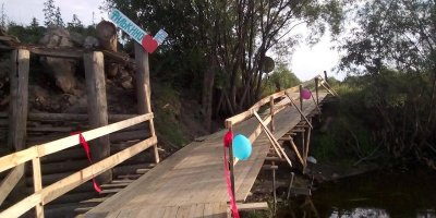 Жители села на Урале не дождались помощи властей и сами построили новый мост