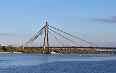 Спасатели сняли шестерых детей с моста в Киеве - «Украина»
