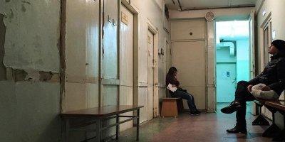 Больше половины россиян не идут к врачам в случае болезни