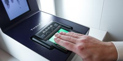 Клиенты Сбербанка смогут расплачиваться в магазинах при помощи биометрии