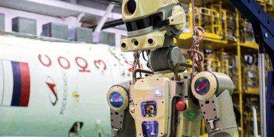 """Корабль """"Союз"""" с роботом Федором на борту могут затопить в океане"""