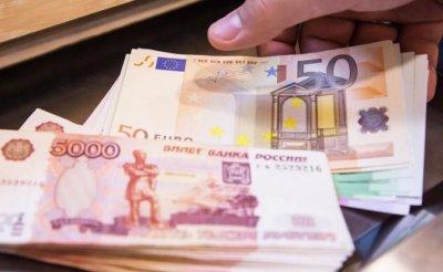 Ничего, кроме «деревянного»: Власть мечтает оставить россиян без долларов и евро - «Экономика»