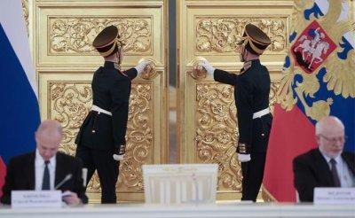 Операция «преемник»: Россияне не верят в будущее «путинской» России - «Политика»