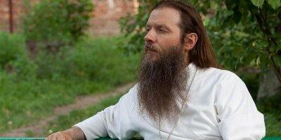 Священник РПЦ рассказал, что общался с Дарвином, и тот раскаялся за теорию эволюции