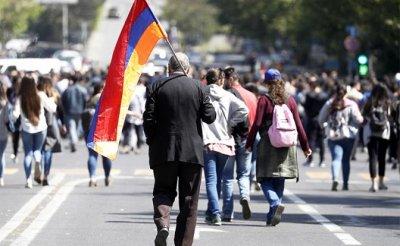 В Ереване образовалась антироссийская триада, которая отрывает Армению от Москвы - «Политика»