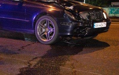 В Киеве водитель Mercedes сбил насмерть девушку и скрылся - «Украина»