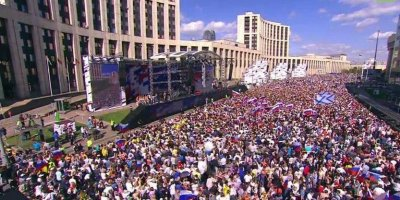 В Москве начался митинг-концерт в честь 350-летия флага РФ