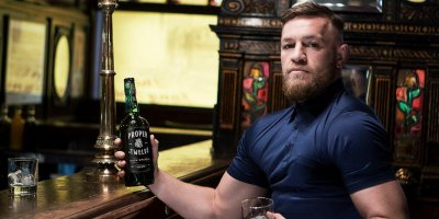 Виски Макгрегора стали сливать в унитаз после его нападения на пенсионера