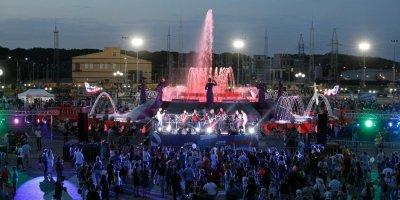 Во флешмобе в честь Дня флага в Ставрополе приняли участие 14 тысяч человек