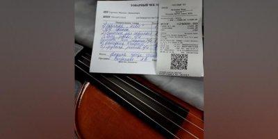 Жители Петербурга собрали 20 тысяч и подарили ученику музшколы скрипку взамен потерянной