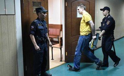 Чтобы боялись: Оппозиции в России скоро приговоры будут выносить прямо в автозаках - «Политика»