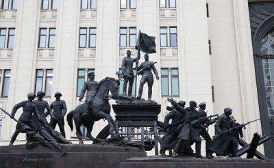 Кремль сдает перед Западом авторитет России, завоеванный в 1945-м - «Политика»