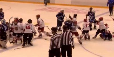 Массовая драка 10-летних хоккеистов в Саратове попала на видео