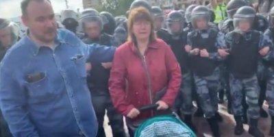 Суд проявил гуманность и не лишил родительских прав охранника Навального, участвовавшего в незаконном митинге