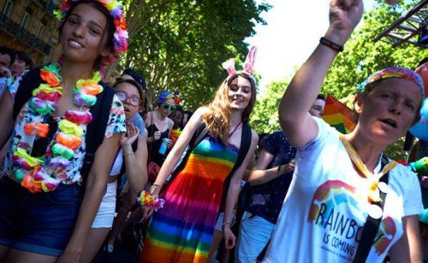 Французов заставят платить дань ЛГБТ-сообществу - «Мир»