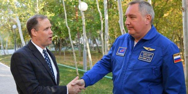 """""""Роскосмос"""" объяснил, почему Рогозин получает почти вдвое больше директора NASA"""