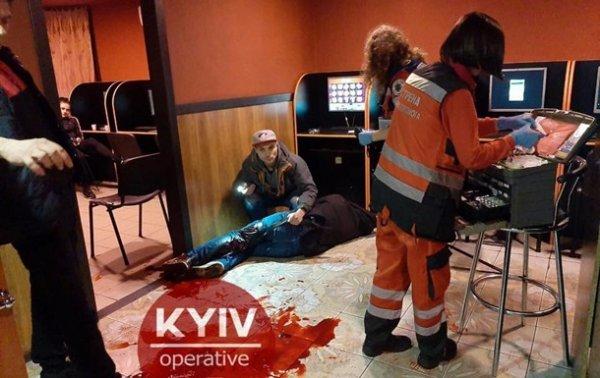 В Киеве мужчину ранили ножом в зале игровых автоматов - «Украина»