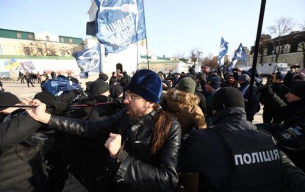 В Киеве произошли стычки во время Транс-марша - (видео)