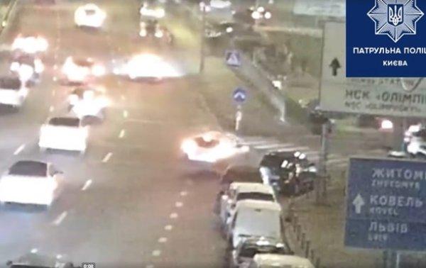 Появилось видео аварии в Киеве, когда Subaru слетел с моста - «Украина»