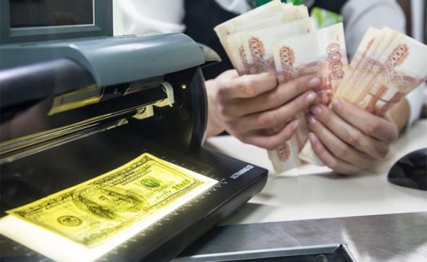 Россиян оставят с «деревянным»: Переводить в валюту нечего и некуда - «Экономика»