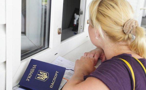 Украина грозит прихлопнуть своих гражданам «выездными визами» в РФ - «Политика»