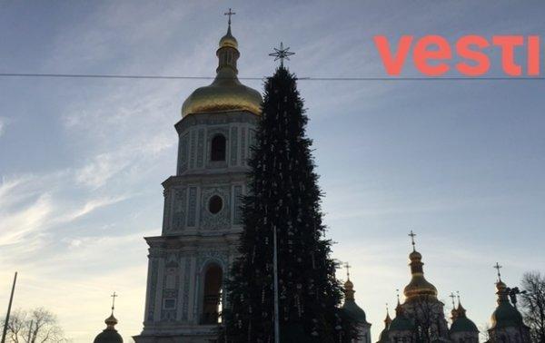 В центре Киева установили главную елку страны - «Украина»