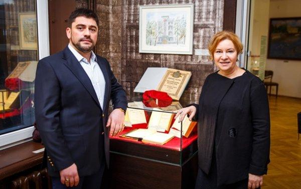 В Доме-музее Булгакова открыли предаукционную выставку антиквариата - «Украина»