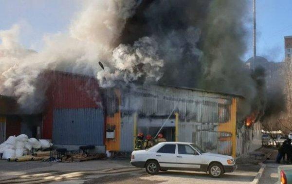 В Киеве горит бывшая швейная фабрика - «Украина»