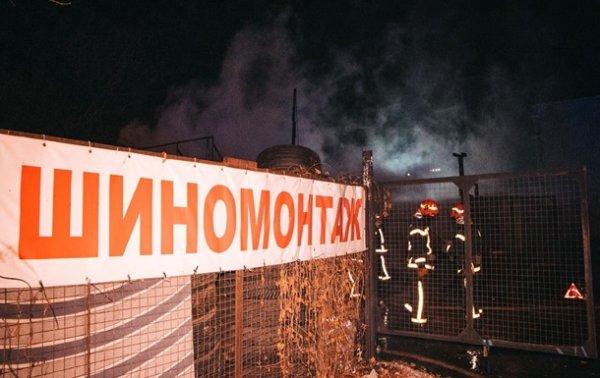 В Киеве на Подоле сгорела СТО, повреждены автомобили - «Украина»