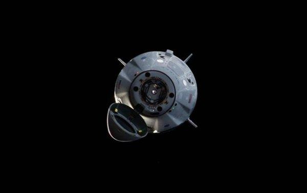 Корабль Crew Dragon уцелел при взрыве Falcon 9 - (видео)