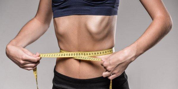 Религиозная омичка запрещала врачам лечить 14-летнюю дочь весом всего 25 кг