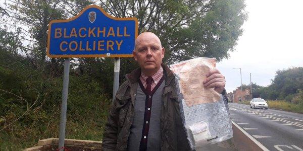 В Великобритании нашли тех, кто несколько лет подбрасывал пакеты с деньгами жителям деревни