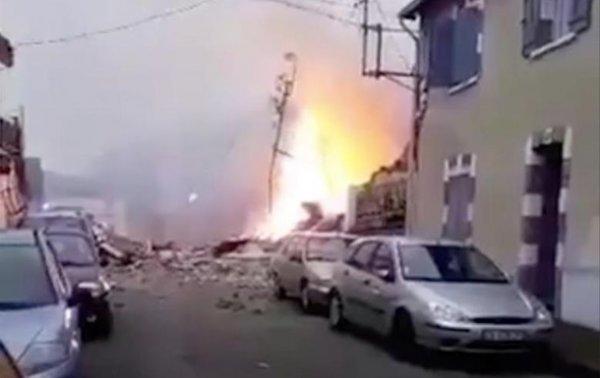 Взрыв в жилом доме прогремел во Франции - (видео)